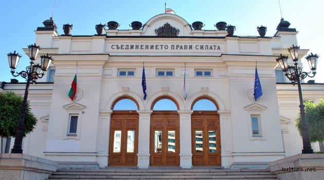 Bulgaristan'da 2 milletvekilinde de koronavirüs tespit edildi.