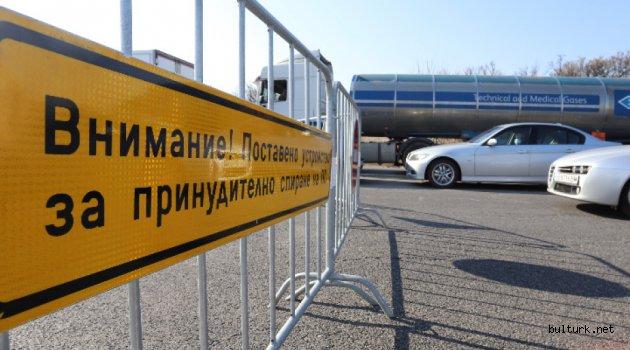 Bulgaristan'da şehir dışına çıkmak için izin formları kullanılıyor