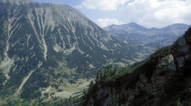 Bulgaristan'da yüzlerce zirvesi olan Pirin Sıradağları