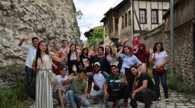 Gönüllü Elçiler Türkiye'yi Gezerek Tanıyor