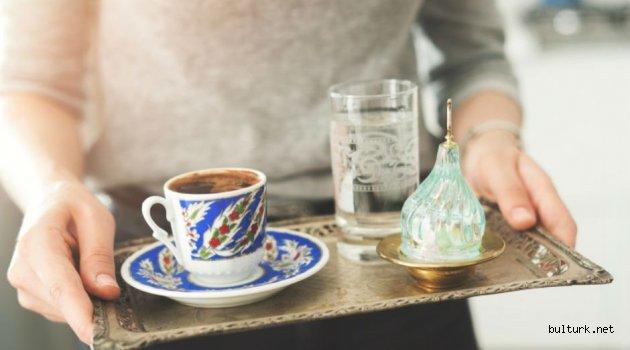 Hiç Merak Ettiniz mi: Türk Kahvesinin Yanında Neden Su İkram Edilir?