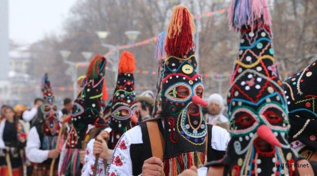 """Pernik'te """"Surva"""" maskeli oyunlar festivaline su rejimi engeli"""