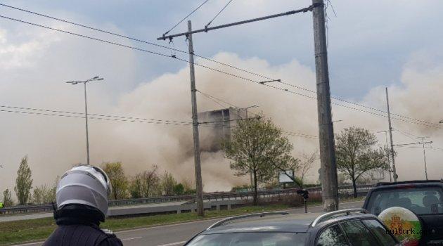 """Sofya'da sosyalizm döneminden kalan 17 katlı """"hayalet"""" bina imha edildi"""