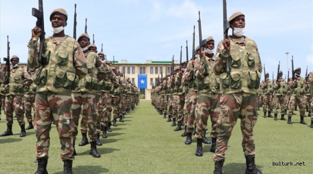 Somali'deki Türk askeri eğitim üssü 159 mezun verdi