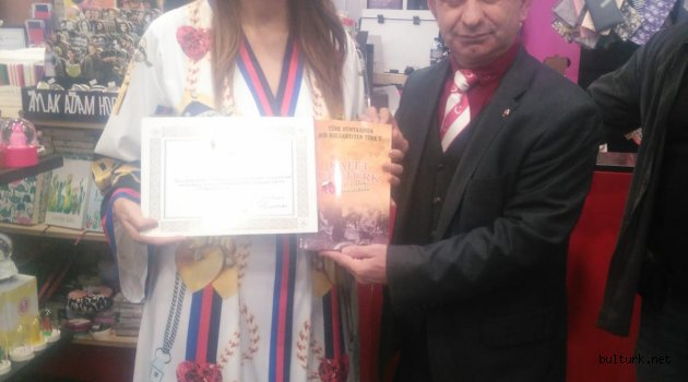 Türk Dünyası Kadınlarının Medari-iftiharı İstanbul'da kitap tanıtımında.