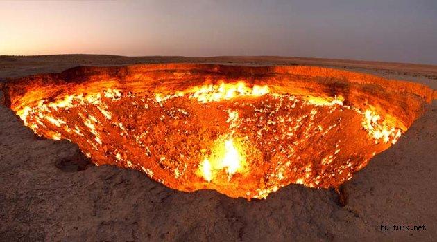 Türkmenistan'da Yıllardır Sönmeyen Ateş: Cehennem Kapısı